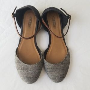 Seychelles ankle strap closed toed sandal size 10